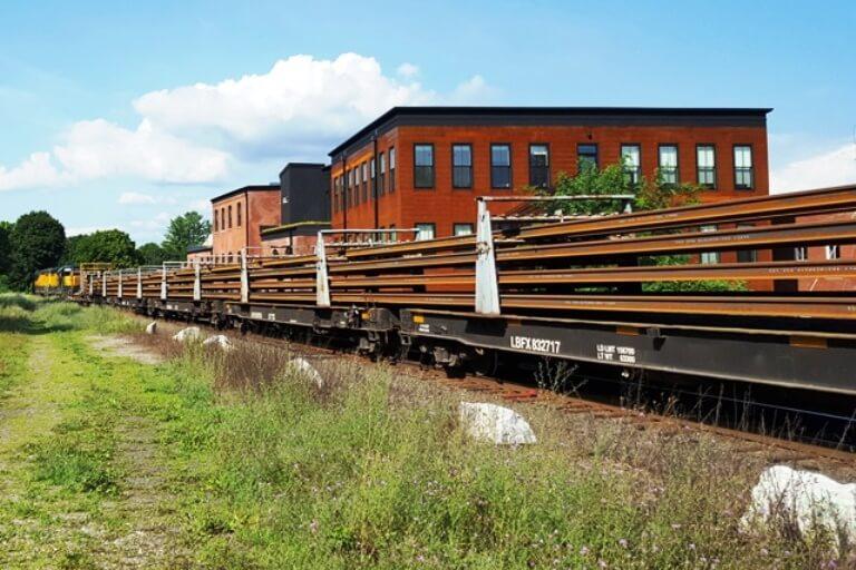 welded-rail-arriving-Housatonic-Line-Great-Barrington-2018